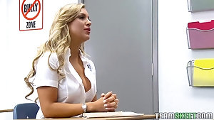 Student's teacher has a dick she can't resist